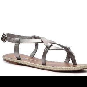 Like new Report Tia sandals